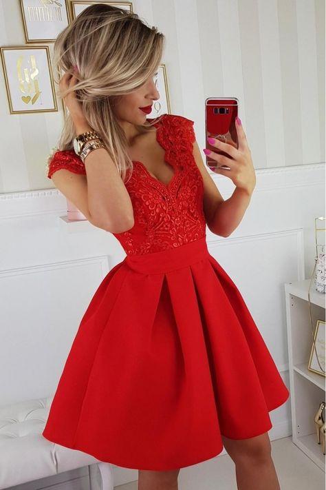 Czerwona sukienka z haftem angielskim h&m Vinted