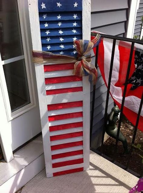 Patriotic decor for Memorial Day or July Repainted wooden shutter in American flag primitive pattern. Antiqued/shabby finish with polyurethane coating to protect. Can be used indoors or outdoors. Patriotic Crafts, July Crafts, Holiday Crafts, Diy And Crafts, Holiday Decor, Patriotic Party, Seasonal Decor, Fourth Of July Decor, 4th Of July Decorations