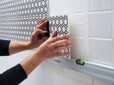 Comment Poser Du Carrelage Mural Sans Colle Avec Cristalgrip Homestagingavantapres Comment Diy Bathroom Remodel Bathroom Renovations Classic Bathroom Design