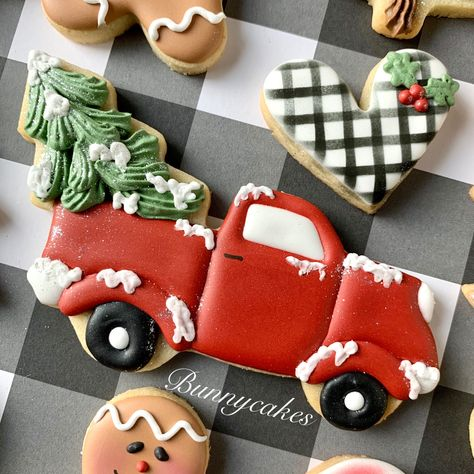 Old Red Pickup Truck Farmhouse style old red pickup truck with Christmas tree decorated sugar cookie by Bunnycakes. Christmas Tree Cookies, Iced Cookies, Royal Icing Cookies, Easter Cookies, Holiday Cookies, Cupcake Cookies, Christmas Treats, Christmas Baking, Cookie Favors