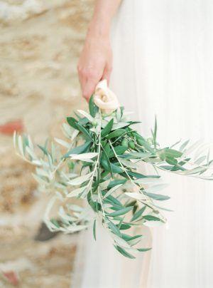 Bukiet Slubny Na Slub W Toskanii Bukiet Slubny Z Galazek Oliwnych Wedding In Tuscany Destination Wedding Florist Bride Bouquet With Olive Bra Herbs Plants