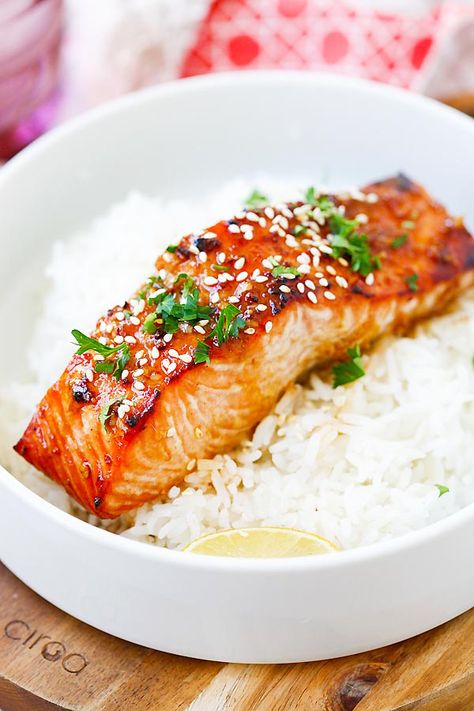 Ginger Garlic Baked Salmon - the best and easiest salmon recipe ever! Moist, flavorful, juicy, and takes only 10 mins to prep!!   rasamalaysia.com