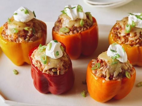 Recipe of the Day: Slow-Cooker Stuffed Peppers 😍Just stir all the filling ingredients together (yes, even the raw ground beef), then stuff the mixture into the peppers and let the cooker do the rest. Top with sour cream for a comforting, nourishing dinner your whole family will love.
