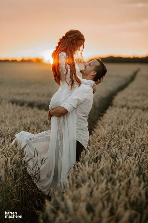Wedding Picture Poses, Wedding Couple Poses Photography, Couple Photoshoot Poses, Pre Wedding Photoshoot, Wedding Poses, Wedding Shoot, Wedding Couples, Creative Couples Photography, Outdoor Wedding Pictures