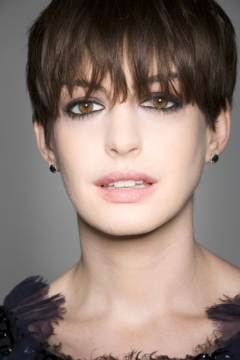 anne hathaway - so pretty, great actress and beautiful voice!!!!
