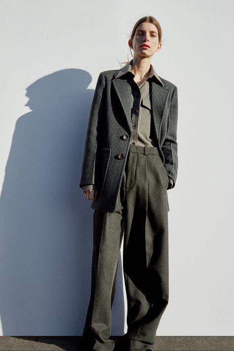 Joseph Pre-Fall 2018 Fashion Show Collection: See the complete Joseph Pre-Fall 2018 collection.