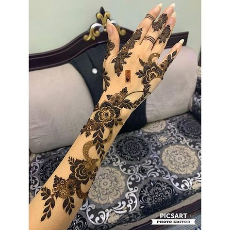 Regrann From Shosh92baluch Floral Henna Designs Modern Mehndi Designs Mehndi Design Photos