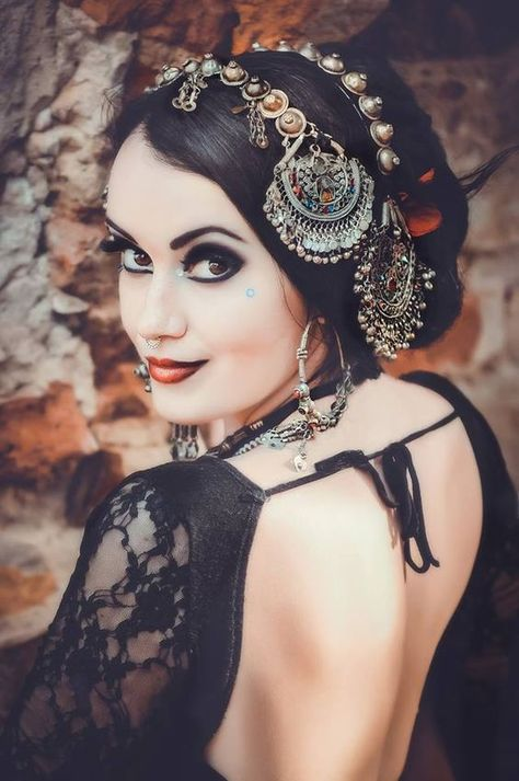 Inspiring belly dance makeup looks - Free belly dance classesYou can find Tribal belly dance and more on our website.Inspiring belly dance makeup looks - Free belly dance classes