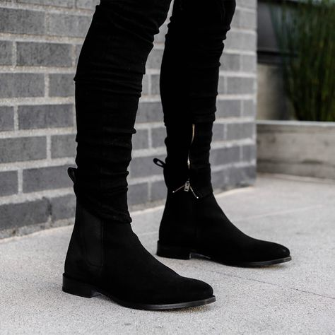 The classic black Chelsea boots # fashionlife Dress With Boots, Dress Shoes, Mens Biker Boots, Frye Boots Mens, Motorcycle Boots, Botas Chelsea, Mens Chelsea Boots, Black Chelsea Boots Outfit, Black Boots Outfit