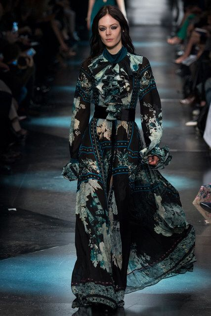 Roberto Cavalli Fall 2015 Ready-to-Wear Fashion Show Collection: See the complete Roberto Cavalli Fall 2015 Ready-to-Wear collection. Look 12