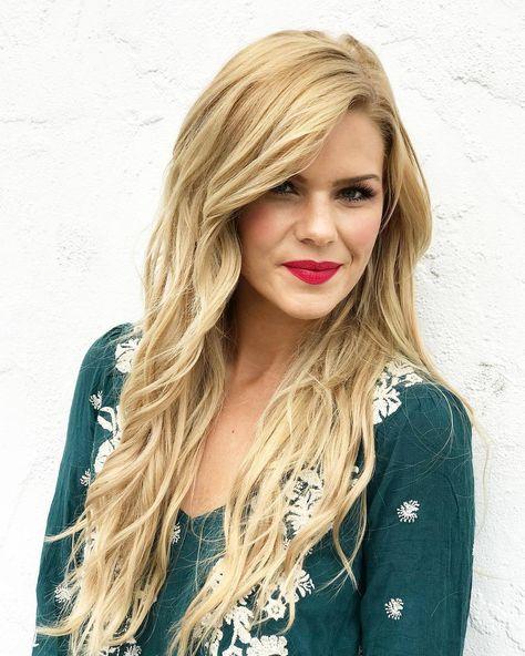Blonde mermaid hair 🐚 Kimberly's hair color is Granara Blonde (8AV).