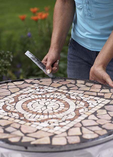 Bauanleitung für einen Mosaiktisch - Sperrholzplatte vorbereiten - Anleitungen - Mein schöner Garten