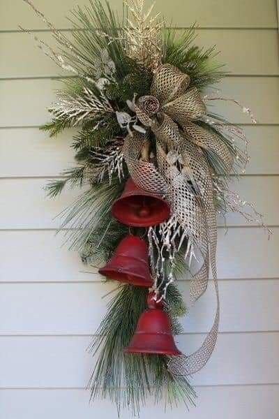 Pin By Becky Cagwin On Christmas Door Decorations Christmas Wreaths Diy Simple Christmas Decor Christmas Wreaths