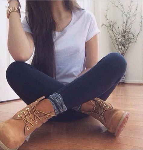 Take a look at 15 cute fall outfits for teen girls in the photos below and get ideas for your own outfits! Fall Outfits ideas for teens!