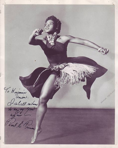 Pearl Primus was a dancer, choreographer and anthropologist: Dancer/choreographer Pearl Primus, born this day in 1919 (d. was a pioneer in melding African and modern dance techniques. Shall We Dance, Lets Dance, Modern Dance, Tango, Black Dancers, Hip Hop, African Dance, Poses References, Dance Movement