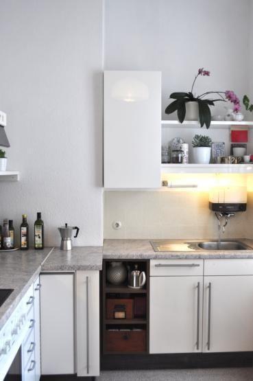 Große, helle Wohnküche in Berliner Wohnung mit Metallfronten und - gebrauchte k chen frankfurt