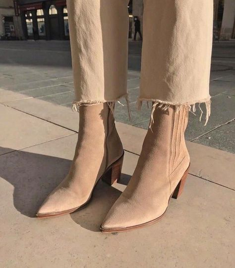 21 Superb Ankle Boots Nine West For Women Ankle Boot For Sprained Ankle - FootWear Nine West, Look Fashion, Fashion Shoes, Womens Fashion, Fashion Dresses, Suede Boots, Bootie Boots, Beige Ankle Boots, Tan Boots
