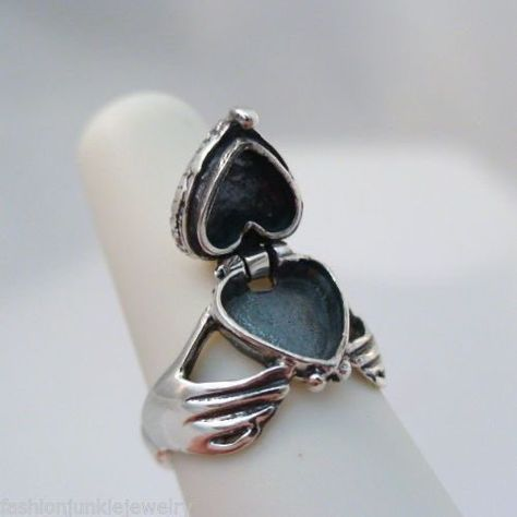 """lois 🧚♀️ on Twitter: """"the heart poison ring, used to store and slip poison into an enemy's food or drink… """""""