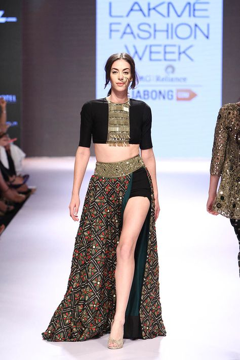 Arpita Mehta. LFW W/F 15'. Indian Couture.