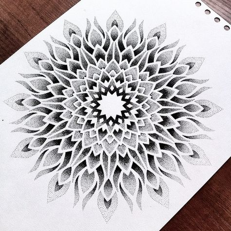 #niceandeasytattoo #dotwork #dotworktattoo #geometry #geometria #geometrictattoo #mandala #mandalatattoo #tatuaż #tatuażwarszawa…