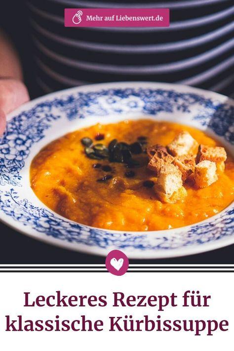 Herbstzeit ist Kürbiszeit! Wir zeigen Ihnen ein einfaches und dabei sehr leckeres Rezept für eine Kürbissuppe. #kürbissuppe #kürbis #rezept #pumpkin #kürbiskerne #croutons #suppe #suppenliebe #kochen