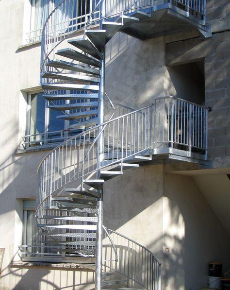 Photo Ih39 Spir Deco Larme Escalier Helicoidal D Exterieur Secours Incendie En Acier Galvanise De Style Industriel De Grande Hau Escalier Exterieur Escalier