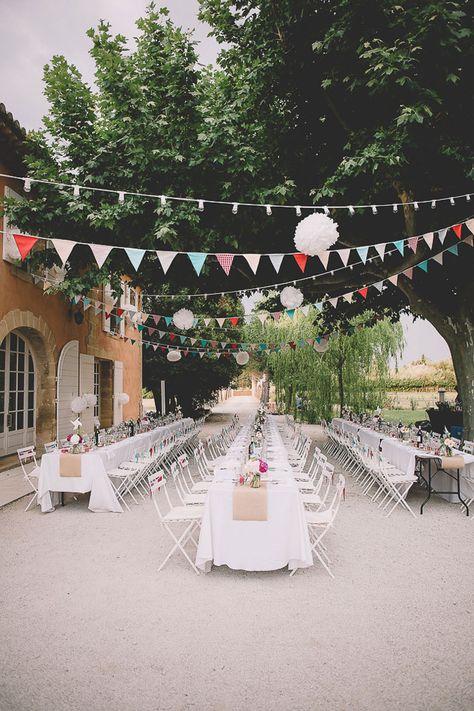 Le mariage champêtre de N & T - Vaucluse - région Provence-Alpes-Côte d'Azur | Photographe: soul Pics | Donne-moi ta main - Blog mariage  #décoration #mariage #champêtre #guirlande #fanion #BlogMariage #WeddingBlog