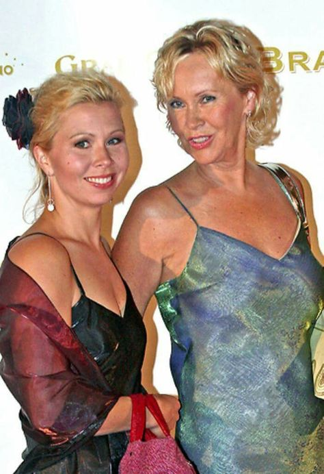 Agnetha and her daughter Linda at a Royal ceremony 2009.