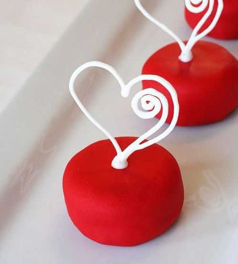 heart on cake