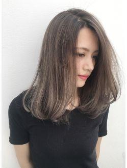 ストレートでも可愛い極細ハイライトグレージュ ヘアスタイル 髪型
