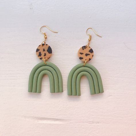 Fimo Clay, Polymer Clay Charms, Handmade Polymer Clay, Polymer Clay Jewelry, Clay Beads, Diy Clay Earrings, Dangle Earrings, Surgical Steel Earrings, Polymer Clay Christmas