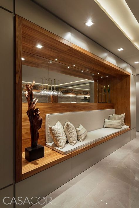 Hallendekoration mit dekorativen Glasvasen #SalaDe  #dekorativen #Glasvasen  #homedecor #decor #decoration