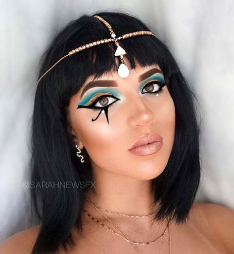 Classic Cleopatra Makeup LookYou can find Costume makeup and more on our website.Classic Cleopatra Makeup Look Cleopatra Makeup, Egyptian Makeup, Egyptian Costume, Egyptian Hair, Cleopatra Dress, Egyptian Queen, Beautiful Halloween Makeup, Halloween Makeup Looks, Halloween Kostüm