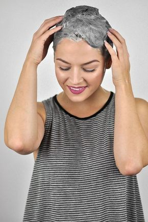No costlier salon visits! Now you may strip hair dye rapidly and naturally! Black Hair Dye, Dyed Red Hair, Silver Hair Dye, Short Grey Hair, Faded Hair Color, Cool Hair Color, Box Braids Hairstyles, Easy Hairstyle, Full Weave
