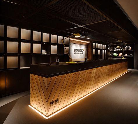 Boxing Plus – Taipei, Taiwan - The Cool Hunter : για κουτιά φωτιζόμενο πίσω απτό μπαρ, που μπορούν να λειτουργούν και ως χώροι αποθήκευσης μπουκαλιών