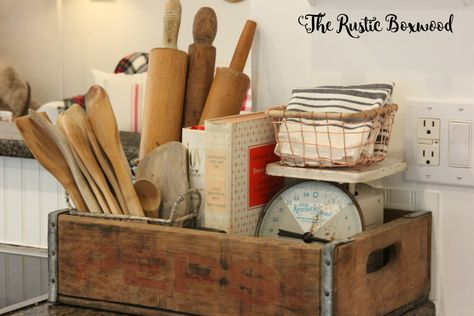 Old wood projects decor rustic living rooms 38 ideas for 2019 Cageots Vintage, Vintage Crates, Vintage Decor, Vintage Kitchen Decor, Vintage Stuff, Farmhouse Christmas Decor, Farmhouse Kitchen Decor, Home Decor Kitchen, Farmhouse Style
