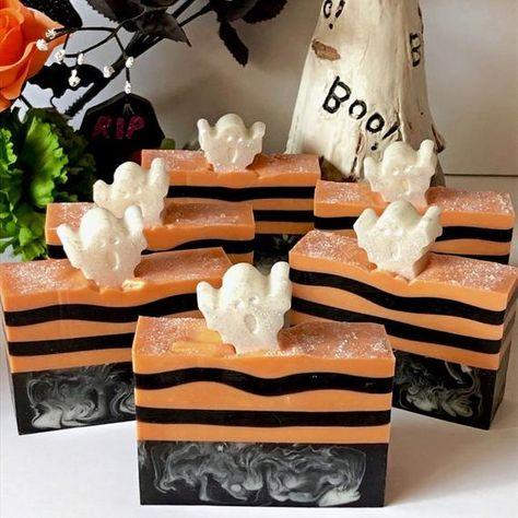 Handmade Soap Recipes, Handmade Soaps, Glycerin Soap, Castile Soap, Halloween Treats, Halloween Party, Soap Packaging, Cold Process Soap, Home Made Soap