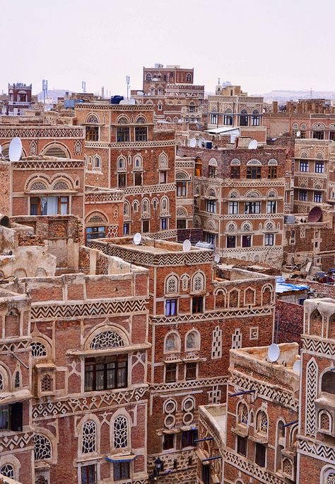 Amazing Places Sana'a - Yemen (von Rod Waddington) The Places Youll Go, Places To See, In Dubai, Beautiful Places, Lovely Things, Amazing Places, Middle East, Wonders Of The World, Places To Travel