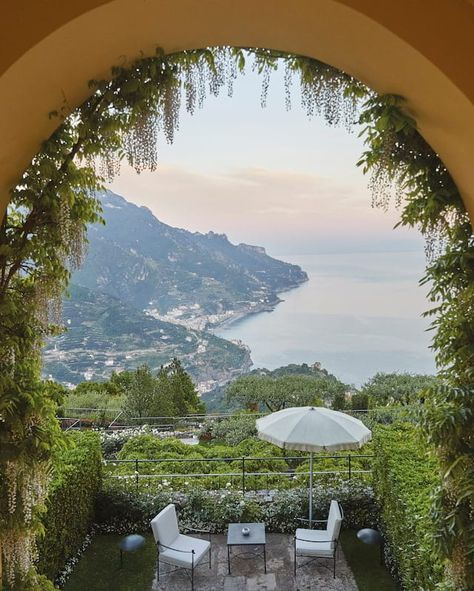Experience true Italian indulgence at Belmond Hotel Caruso. Ravello is yours to explore from one of the top luxury spa hotels on the Amalfi Coast. Luxury Spa Hotels, Hotels And Resorts, Best Hotels, Florida Hotels, Luxury Accommodation, Luxury Yachts, Orlando Florida, Luxury Apartments, Luxury Travel