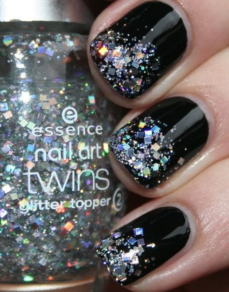 As funny as it may sound, this one was a little more difficult cause I didn't use the same polish. So I did a layer of glitter on the tip of my nails, then added another layer a little higher, and another layer a little higher than that one, and that's how I managed the fading glitter look :)