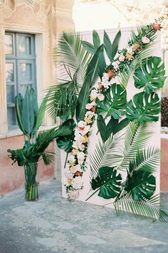 A dreamy Belle Epoque Inspired Wedding at an old captain's house in Greece. Tropical and colourful wedding altar<br> A dreamy Belle Epoque Inspired Wedding at an old captain's house in Greece. Belle Epoque, Bridal Shower Decorations, Wedding Decorations, Decor Wedding, Wedding Ideas, Tropical Party Decorations, Wedding House, Tropical Centerpieces, Wall Decorations