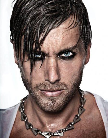 16 Male Celebrities Wearing Eyeliner ...