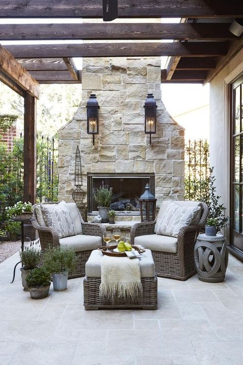 French Country Home Decor: Looks We Love In interior design, trends come and go constantly. Certain looks, however, are timeless. No matter the season, their versatile aesthetic doesn't expire. Modern French Country, French Country Living Room, French Country Decorating, Country Home Design, French Country Porch, French Country Fireplace, French Patio, French Cottage, Outdoor Rooms