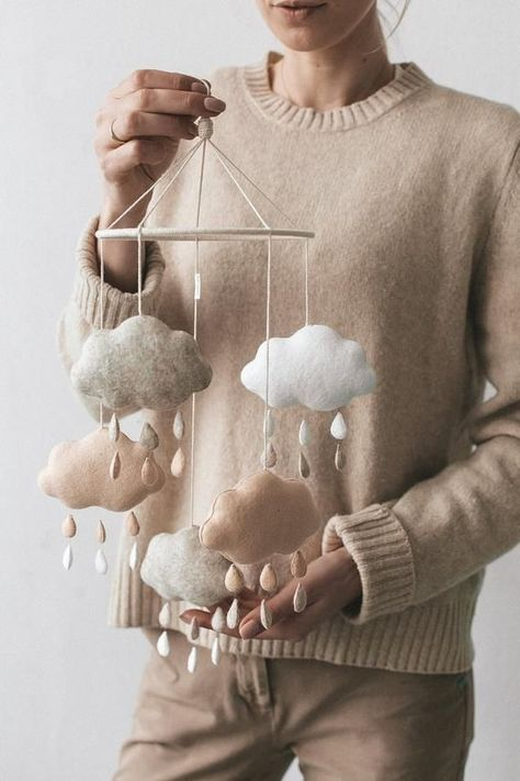 Baby mobile / Nursery mobile / Mobile bebe / Baby shower gift This craft cloud mobile adds the finishing touch to any kid's room! The element that hol Baby Crib Mobile, Baby Cribs, Cloud Mobile, Mobile Mobile, Mobile Homes, Diy Bebe, Shower Bebe, Bebe Baby, Design Process