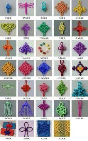 Christmas Crochet - Cap to #Crochet mit Blattzöpfen und 3D-Blume im tunesischen Stich #Tejido