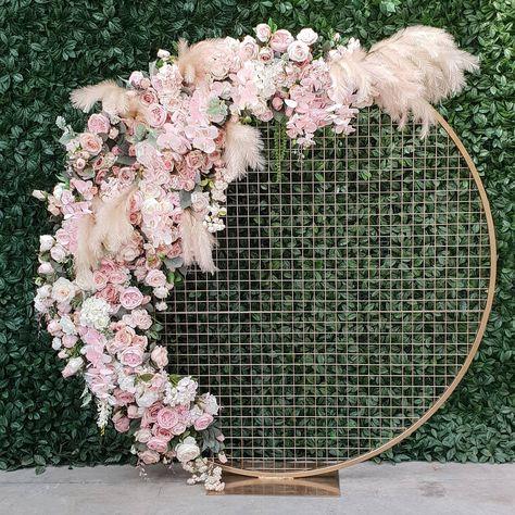 How gorgeous is this circular flower backdrop - perfect for a wedding or baby shower. Wedding Flower Backdrop. Flower wall alternative #weddingdecor #weddingideas #pastelwedding #pinkwedding #floralwedding #weddingflowers #flowerwall