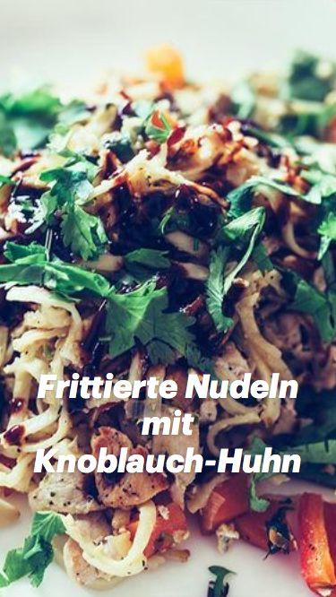 Frittierte Nudeln mit Knoblauch-Huhn
