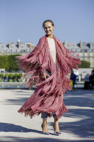 How fun this is! Street Style from Paris Fashion Week. We believe that there is no such thing as too much pink.or too much fringe! This ootd is giving us major inspiration!