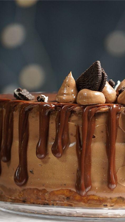 Le foodporn commence par un gâteau au chocolat avec autant de couches possibles.