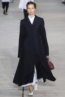 Jil Sander Spring 2018 Ready-to-Wear Fashion Show Collection: See the complete Jil Sander Spring 2018 Ready-to-Wear collection. Look 6